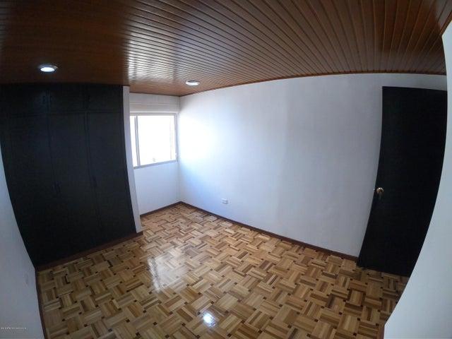 Apartamento Bogota D.C.>Bogota>Chico - Arriendo:2.400.000 Pesos - codigo: 19-769
