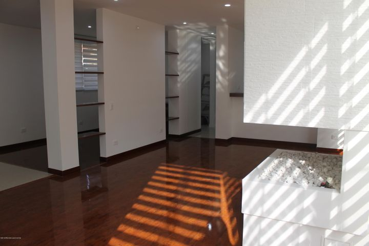 Casa Cundinamarca>Cajica>Calahorra - Arriendo:3.800.000 Pesos - codigo: 19-803
