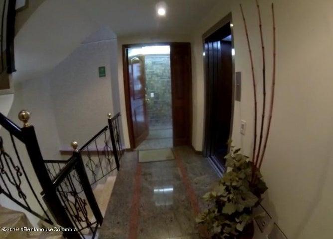 Apartamento Bogota D.C.>Bogota>Santa Barbara Central - Venta:690.000.000 Pesos - codigo: 19-835