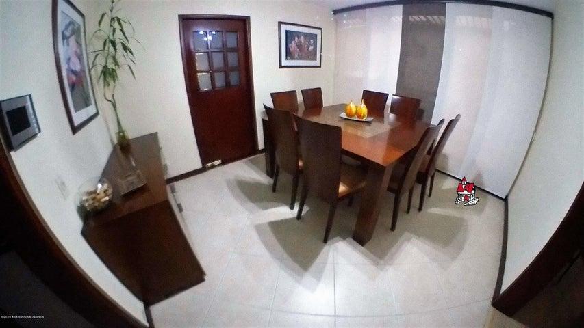 Casa Bogota D.C.>Bogota>Belmira - Venta:950.000.000 Pesos - codigo: 19-844