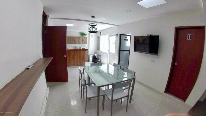 Oficina Bogota D.C.>Bogota>La Castellana - Arriendo:2.200.000 Pesos - codigo: 19-952
