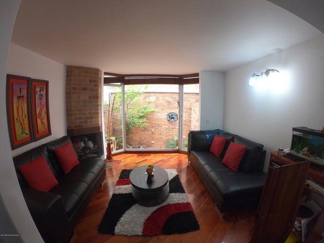 Casa Bogota D.C.>Bogota>Cedritos - Venta:495.000.000 Pesos - codigo: 19-1042