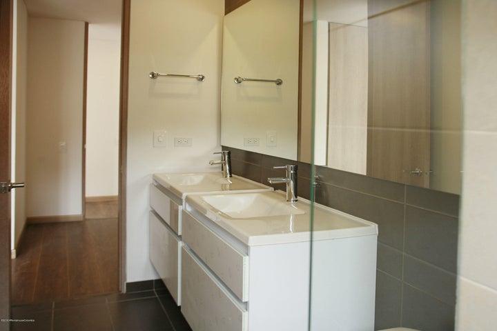 Apartamento Bogota D.C.>Bogota>Santa Barbara - Venta:674.734.000 Pesos - codigo: 19-1070