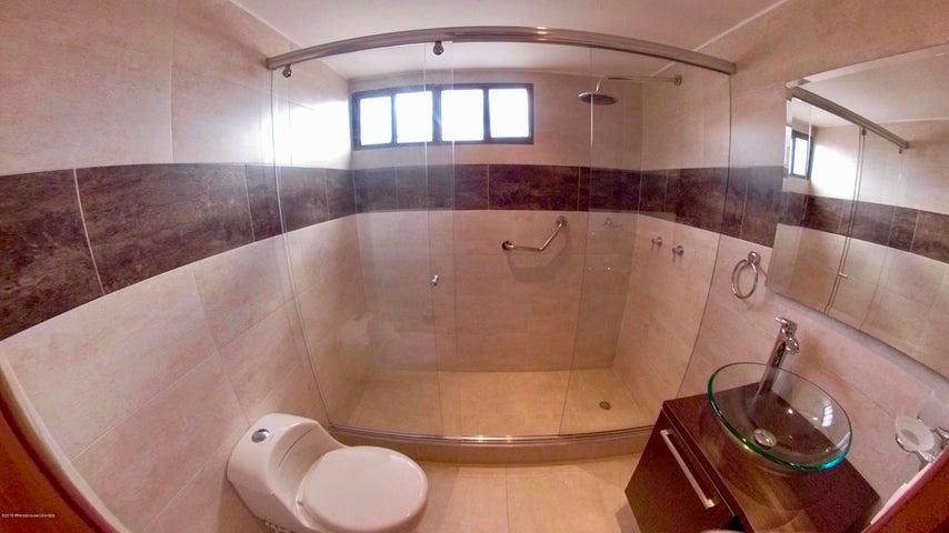 Apartamento Bogota D.C.>Bogota>Santa Barbara - Arriendo:4.400.000 Pesos - codigo: 19-1298