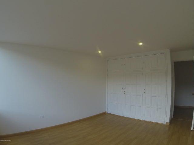 Apartamento Bogota D.C.>Bogota>Santa Barbara Central - Venta:750.000.000 Pesos - codigo: 20-435