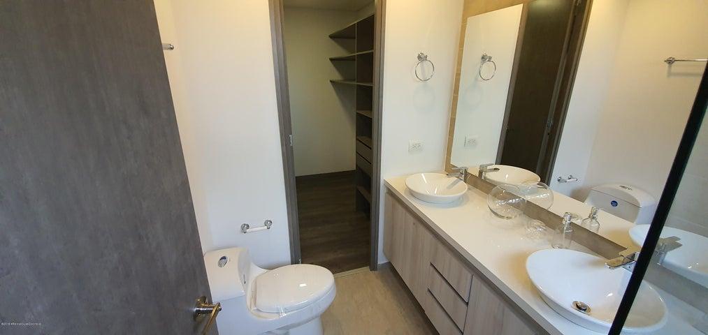 Apartamento Antioquia>Envigado>Loma de las Brujas - Venta:737.135.050 Pesos - codigo: 20-405