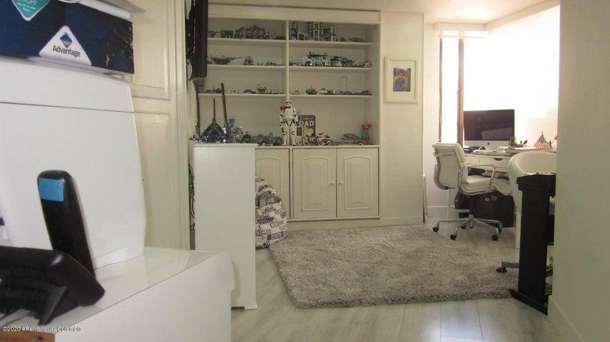 Apartamento Bogota D.C.>Bogota>Santa Paula - Venta:850.000.000 Pesos - codigo: 21-89