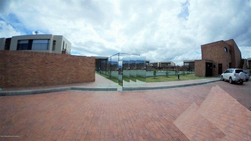 Casa Cundinamarca>Cajica>Calahorra - Venta:840.000.000 Pesos - codigo: 21-294