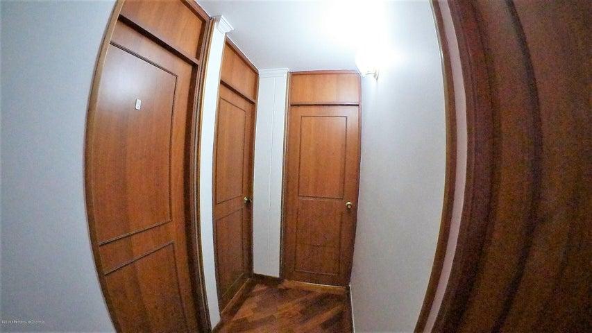 Apartamento Bogota D.C.>Bogota>Colina Campestre - Venta:435.000.000 Pesos - codigo: 21-384