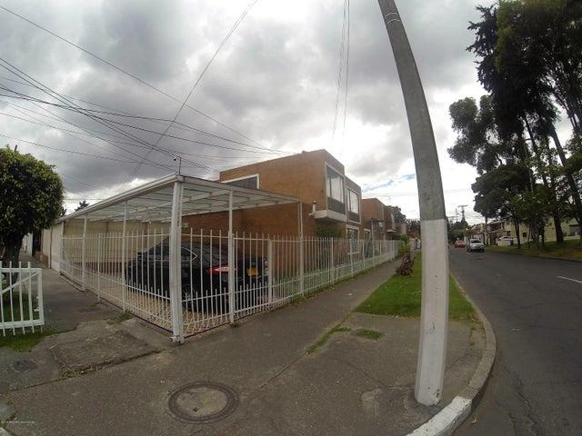 Casa Bogota D.C.>Bogota>Modelia Occidental - Venta:900.000.000 Pesos - codigo: 21-435