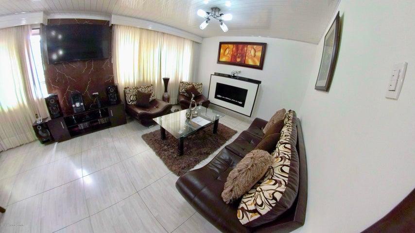 Casa Bogota D.C.>Bogota>San Rafael Puente Aranda - Venta:950.000.000 Pesos - codigo: 21-438