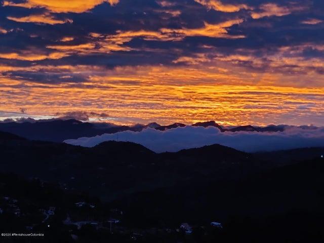 Casa Cundinamarca>La Calera>Vereda El Salitre - Venta:2.600.000.000 Pesos - codigo: 21-955