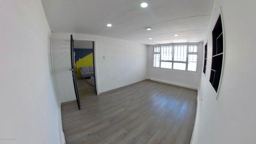 Oficina Bogota D.C.>Bogota>La Castellana - Arriendo:1.300.000 Pesos - codigo: 21-1025