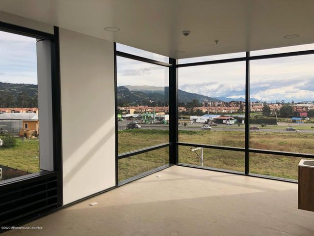 Local Comercial Cundinamarca>Cajica>Calahorra - Arriendo:2.400.000 Pesos - codigo: 21-1097