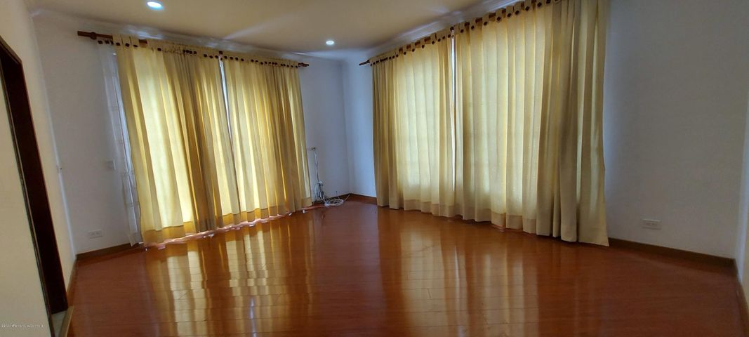 Casa Cundinamarca>La Calera>Vereda El Salitre - Arriendo:3.900.000 Pesos - codigo: 21-1102