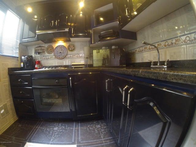 Apartamento Bogota D.C.>Bogota>Hayuelos - Venta:330.000.000 Pesos - codigo: 21-1227