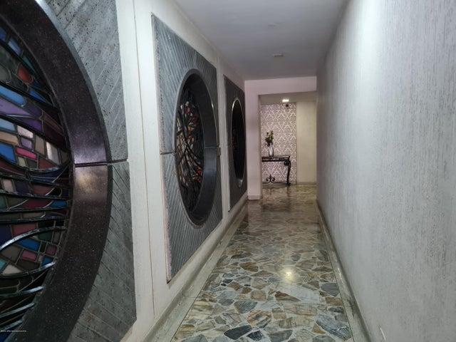 Apartamento Antioquia>Medellin>Centro La Candelaria - Venta:270.000.000 Pesos - codigo: 21-1300