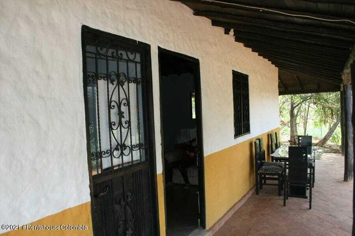 Casa Santander>Piedecuesta>Vereda Las Llanadas - Venta:550.000.000 Pesos - codigo: 22-1093