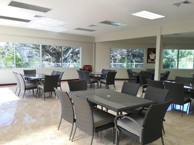 Apartamento San Jose>San Rafael Escazu>Escazu - Venta:365.000 US Dollar - codigo: 16-136