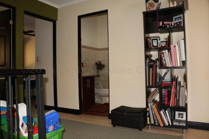 Condominio San Jose>Pozos>Santa Ana - Venta:180.000 US Dollar - codigo: 16-284