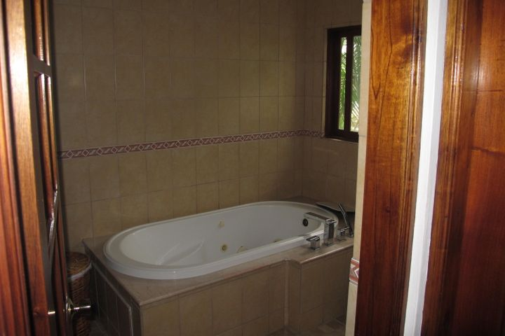 Casa San Jose>Escazu>Escazu - Venta:380.000 US Dollar - codigo: 17-608