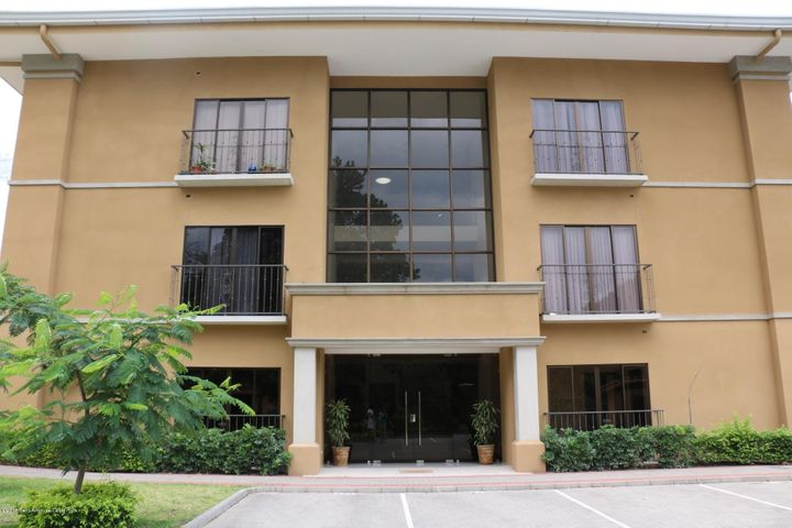 Apartamento San Jose>Ciudad Colon>Mora - Venta:145.000 US Dollar - codigo: 17-757