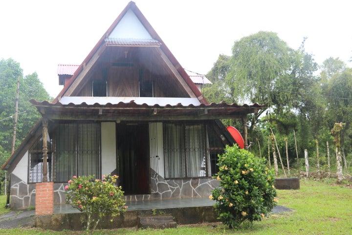 Casa Limon>Guapiles>Limon - Venta:60.000 US Dollar - codigo: 17-1040