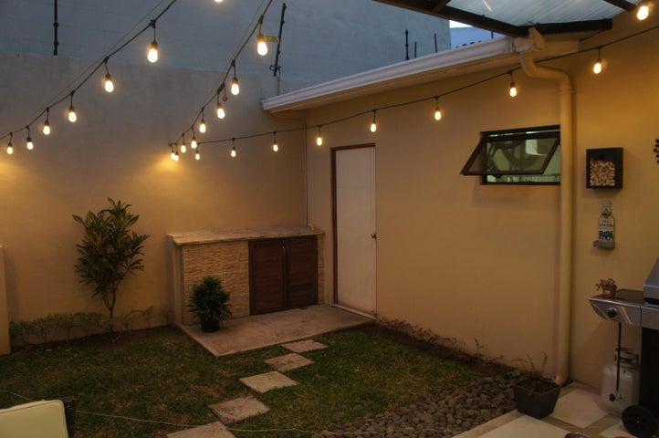 Casa Heredia>San Francisco de Heredia>Heredia - Venta:175.000 US Dollar - codigo: 18-44
