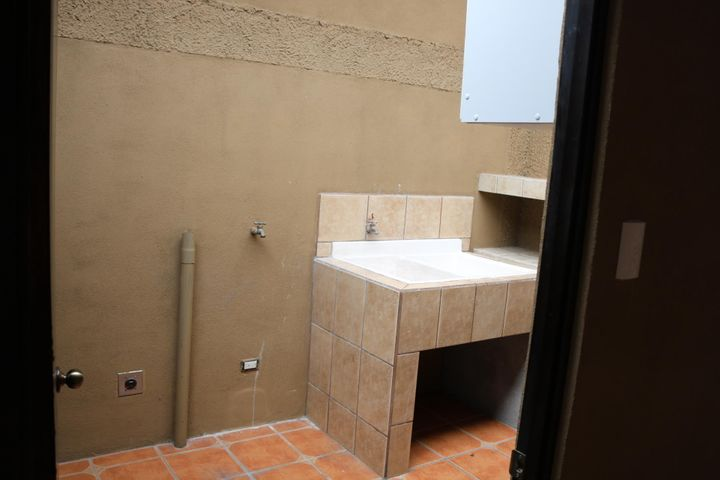 Casa Heredia>San Francisco de Heredia>Heredia - Venta:150.000 US Dollar - codigo: 18-148