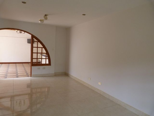 Casa San Jose>Laureles>Escazu - Venta:390.000 US Dollar - codigo: 18-162