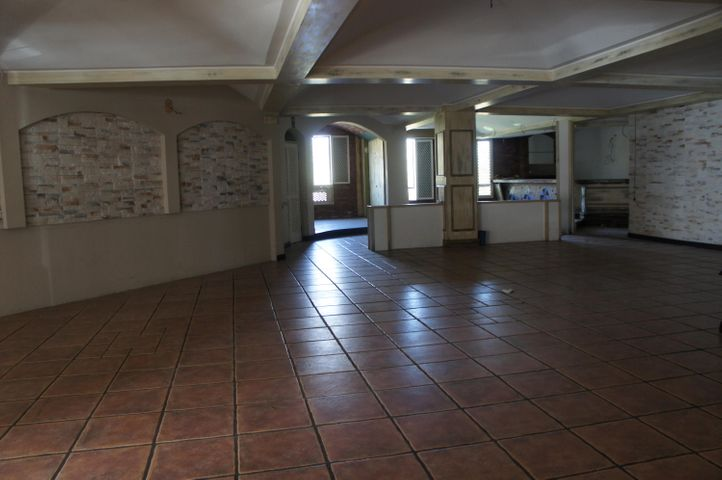 Local comercial San Jose>San Rafael Escazu>Escazu - Alquiler:4.600 US Dollar - codigo: 18-183