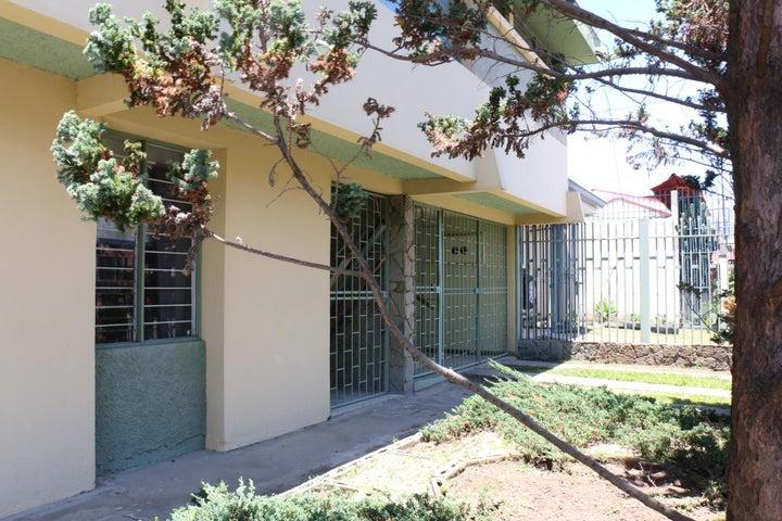 Casa San Jose>Sabana>San Jose - Venta:550.000 US Dollar - codigo: 18-196