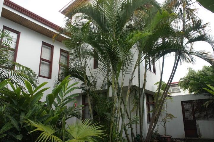 Casa San Jose>Barrio Dent>Montes de Oca - Alquiler:1.250 US Dollar - codigo: 18-233