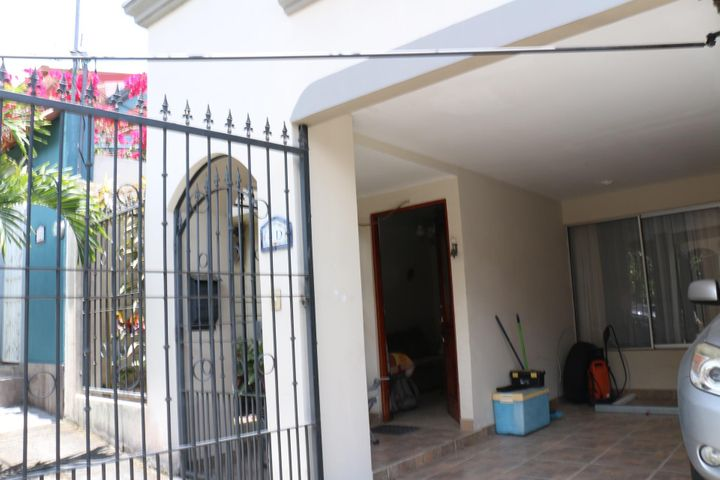 Casa Heredia>San Francisco de Heredia>Heredia - Venta:142.000 US Dollar - codigo: 18-267