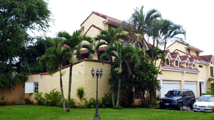 Casa San Jose>San Rafael Escazu>Escazu - Venta:275.000 US Dollar - codigo: 18-496