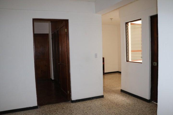 Apartamento San Jose>Rohrmoser>San Jose - Alquiler:800 US Dollar - codigo: 18-876