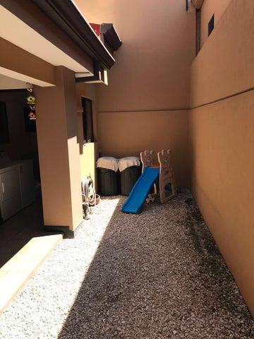 Casa Heredia>San Francisco de Heredia>Heredia - Venta:245.000 US Dollar - codigo: 19-343