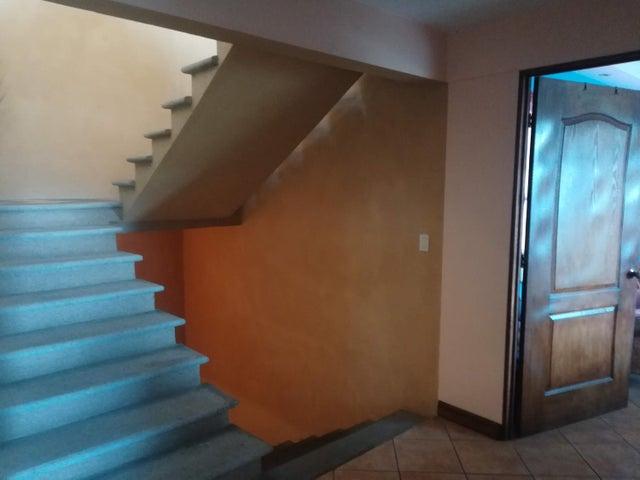 Casa San Jose>Guayabos de Curridabat>Curridabat - Venta:390.000 US Dollar - codigo: 19-611