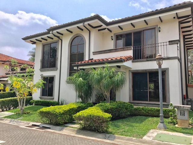 Casa San Jose>Rio Oro>Santa Ana - Venta:555.000 US Dollar - codigo: 19-716