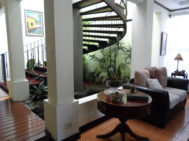 Casa Heredia>Santo Domingo>Santo Domingo - Alquiler:6.000 US Dollar - codigo: 19-893