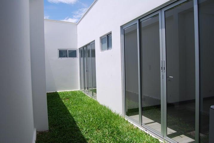 Casa San Jose>Santa Ana>Santa Ana - Venta:295.000 US Dollar - codigo: 19-961