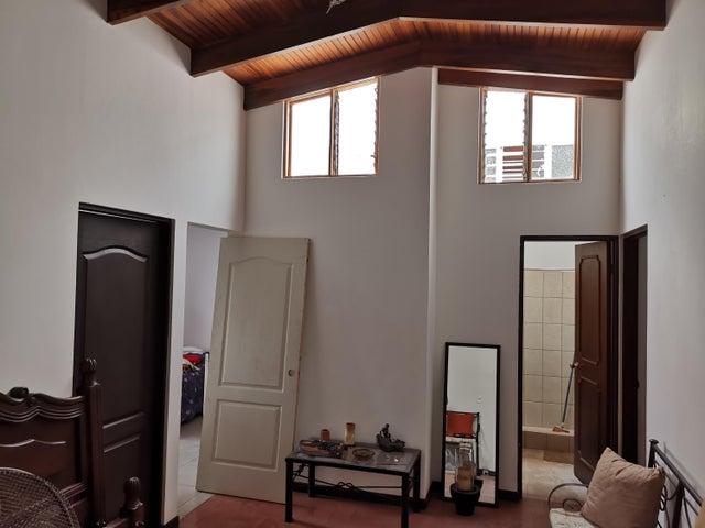 Casa San Jose>San Juan>Tibas - Venta:215.000 US Dollar - codigo: 19-1190