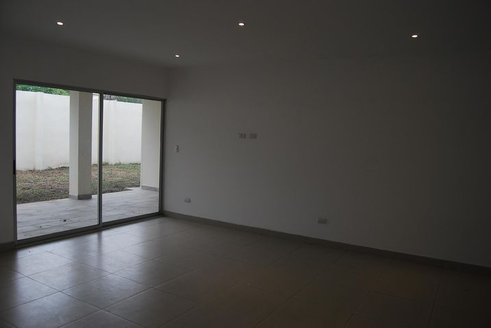 Casa San Jose>Santa Ana>Santa Ana - Venta:225.000 US Dollar - codigo: 19-1220