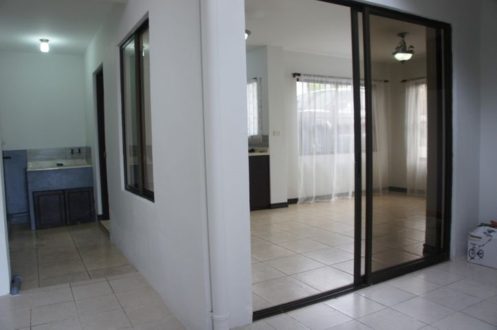 Casa Heredia>Mercedes Norte>Heredia - Alquiler:655 US Dollar - codigo: 19-1216