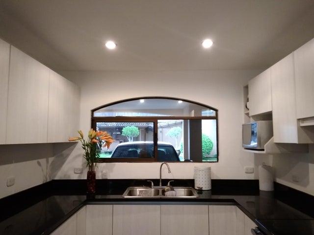 Casa Heredia>San Francisco>Heredia - Venta:170.000 US Dollar - codigo: 19-1329