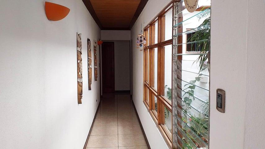 Casa San Jose>Sabanilla>Montes de Oca - Venta:260.000 US Dollar - codigo: 20-60