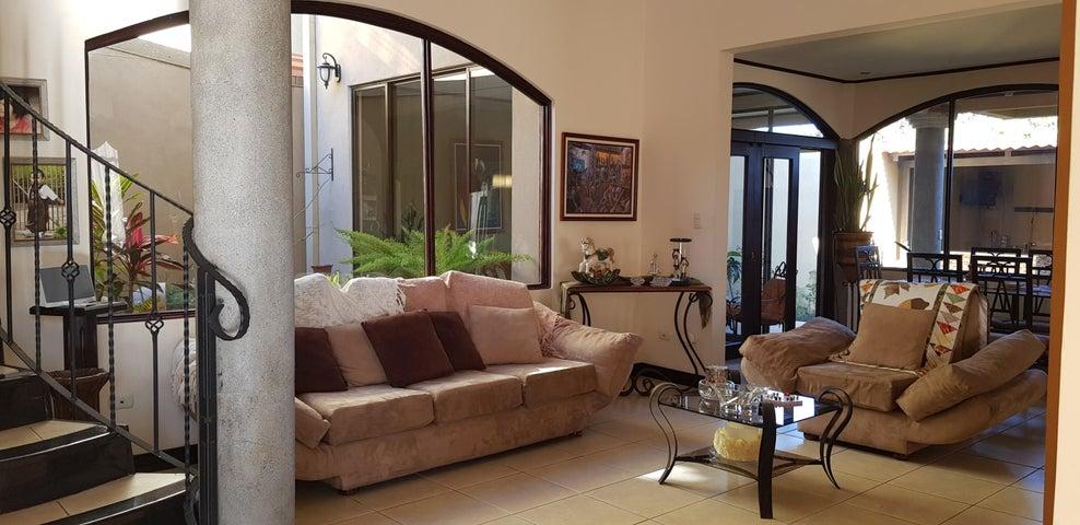 Casa Heredia>San Joaquin de Flores de Heredia>Heredia - Venta:380.000 US Dollar - codigo: 20-641