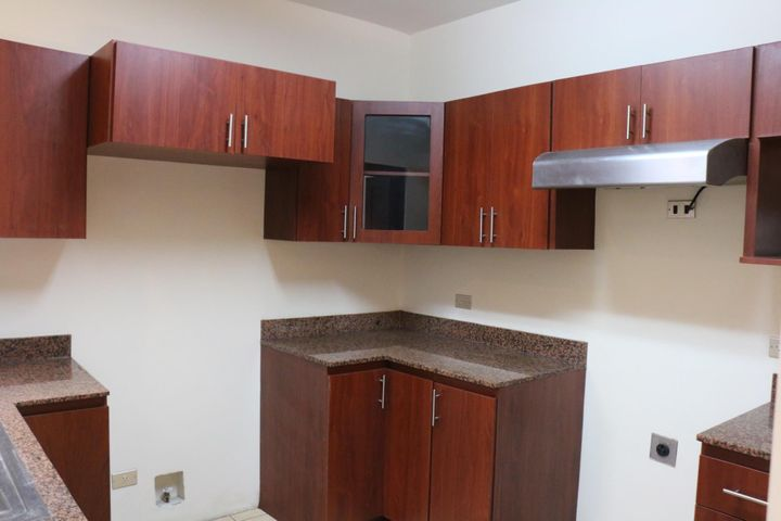 Casa San Jose>Brasil de Santa Ana>Mora - Venta:225.000 US Dollar - codigo: 20-990