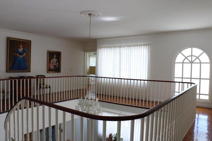 Casa San Jose>Ciudad Colon>Mora - Venta:649.000 US Dollar - codigo: 20-1005