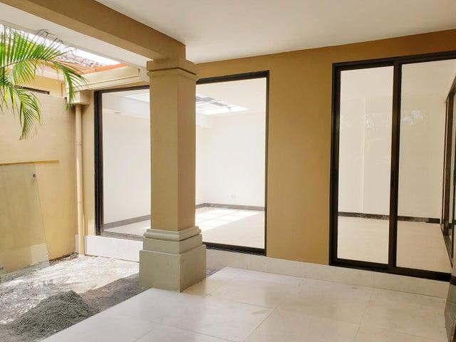 Casa San Jose>Escazu>Escazu - Venta:360.000 US Dollar - codigo: 20-1417